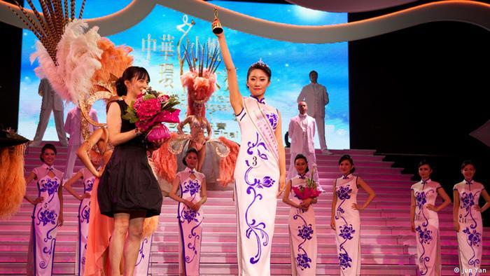 Bildergalerie Schönheitswettbewerb Miss Chinese Cosmos Pageant European Final 2013 Frankreich (Jun Yan)