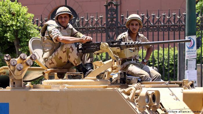 Soldaten in Kairo (Foto by Ahmed Asad)