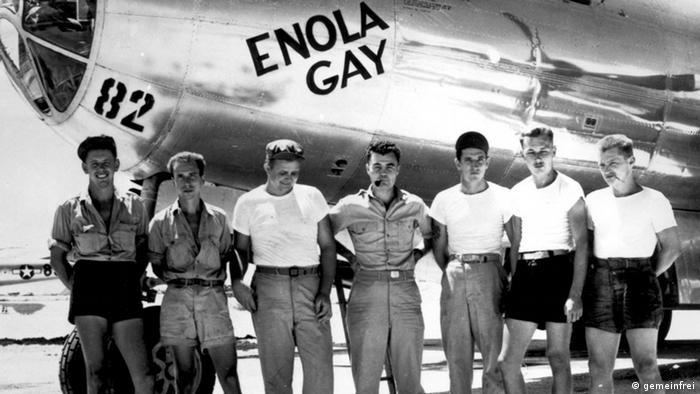 Enola Gay and crew members (Paul Tibbets in the center) Picture in the public domain Source: Wikipedia