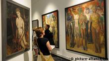 Bilder von Harald Metzkes werden am 02.08.2013 in Potsdam (Brandenburg) ausgestellt. Sechs Künstler zeigen in der Ausstellung Lebenswerke eine Auswahl aus dem künstlerischen Gesamtwerk. Foto: Bernd Settnik/dpa