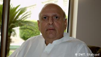 پاکستانی صوبہٴ پنجاب کے سابق گورنر چوہدری سرور بھی دعووں کے باوجود اوورسیز پاکستانیوں کے مسائل حل نہیں کروا سکے تھے