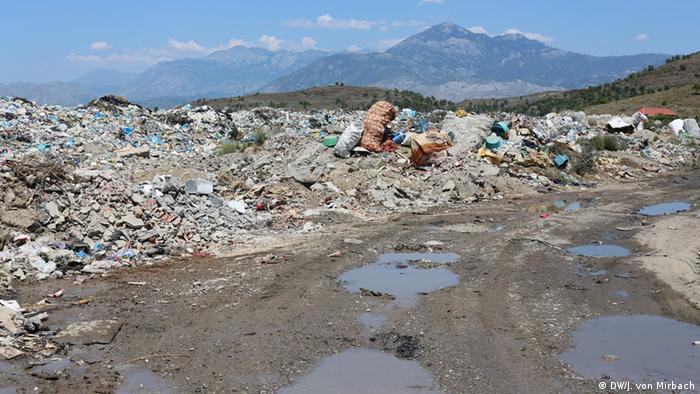Müllkippe bei Shkodra im Norden Albanien (DW / von Mirbach)