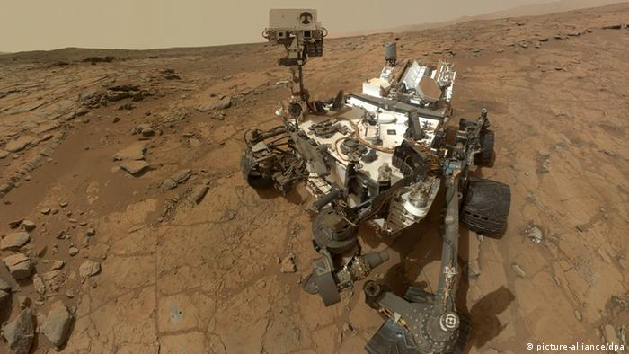 epa03814840 A handout photograph made available by NASA showing a self-portrait of NASA's Mars rover Curiosity combines dozens of exposures taken by the rover's Mars Hand Lens Imager (MAHLI) during the 177th Martian day, or sol, of Curiosity's work on Mars, 03 February 2013, plus three exposures taken during Sol 270 10 May 2013) to update the appearance of part of the ground beside the rover. Reports on 06 August 2013 state the roving robot will mark its first anniversary on Mars. This is already half-time under NASA's original plans. But the 2.5-billion-dollar mission is to be extended for as long as possible, says Sarah Marcotte, a member of the mission's Mars Public Engagement team handling queries from the general public. Curiosity has enough fuel to last for about a decade and is built to be robust. Mission length is one Mars year, two Earth years. EPA/Mars rover celebrates / HANDOUT HANDOUT EDITORIAL USE ONLY +++(c) dpa - Bildfunk+++