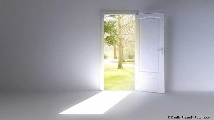 Offene Tür Symbolbild