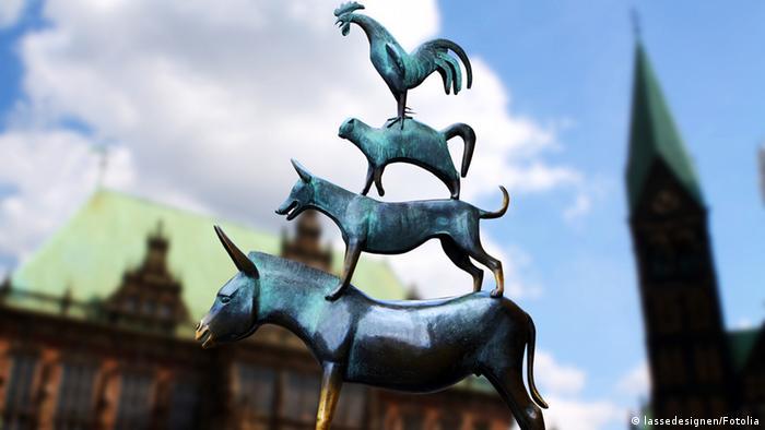 Памятник Бременским музыкантам, установленный около ратуши в 1953 году