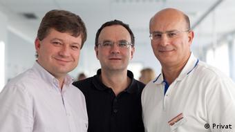 ناصر کلهری (سمت راست) یک کلینیک تخصصی سرطان و بیماریهای خونی را با دو پزشک آلمانی دیگر اداره میکند