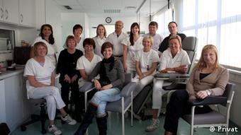 دکتر کلهری در میان تیم همکاران