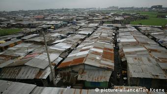 Slum in der Metropole Lagos (Foto: picture-alliance)