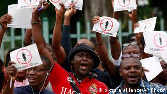 Nigeria Proteste gegen Kinderehe (picture alliance/AP Photo)
