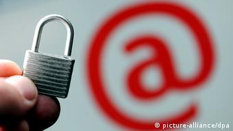 Безопасность в Сети (символическое изображение)