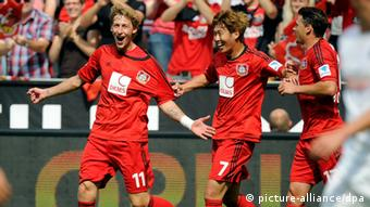 Stefan Kiessling and teammates celebrate his opening goal for Leverkusen against Freiburg, 10.08.2013. (Photo: Marius Becker/dpa)