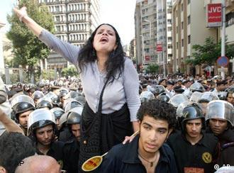مشهد يتكرر:محاولات من قبل الشباب للتعبير عن آرائه وسط قمع متواصل من قبل قوات الأمن