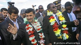 Mahmud Ahmadinedschad & Robert Mugabe ARCHIVBILD 2010