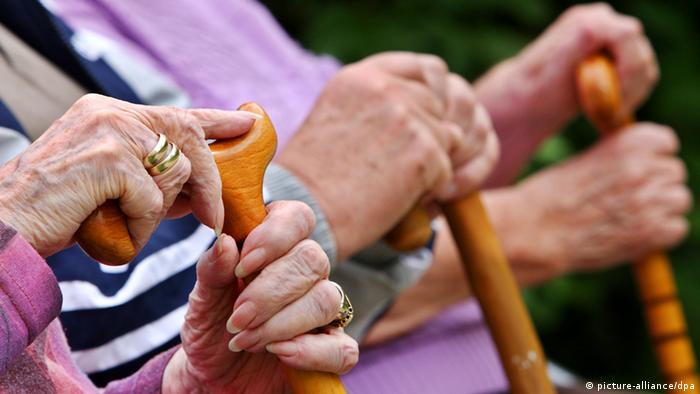 Senioren Symbolbild Alter Demografie Rentner