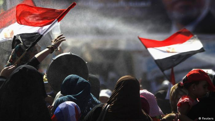 Members of the Muslim Brotherhood and supporters of deposed Egyptian President Mohamed Morsi shout slogans while holding Egyptian flags, at Rabaa Adawiya square, where they are camping, in Cairo (Photo: REUTERS/ Amr Abdallah Dalsh)