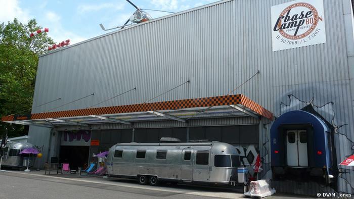 Отель-кемпинг в здании бывшего склада