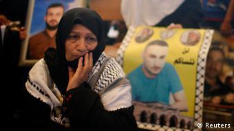 Eine Palästinenserin fordert im August 2013 in Gaza die Freilassung palästinensischer Häftlinge aus Israel (Foto: Reuters)