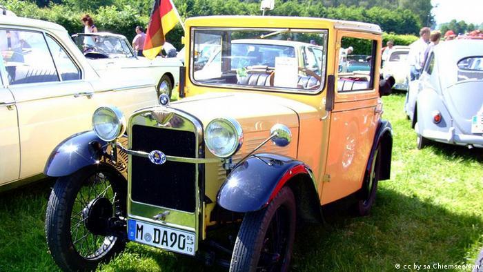 در سالهای نخستین صنعت خودروسازی، مهندسین توجه خاصی به تاثیر آیرودینامیک بر کارایی خودروها و نداشتند. برای نمونه این بامو که در سال ۱۹۳۰ ساخته شده و موتور آن دارای قدرت ۱۵ اسب بخار است بیشتر شبیه به یک جعبه است که بر روی چهار چرخ قرار گرفته است.