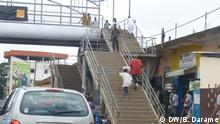 Foto: Passadeira impossivel para deficientes.JPG Titel: Infrastrukturen, Guinea-Bissau Schlagworte: Menschen mit Behinderungen, Mangel, Guinea-Bissau Ort: Bissau, Guinea Bissau Fotograf: Braima Darame (DW) Datum: 07.08.2013 Infrastrukturen schwierig für Menschen mit Behinderungen in der Hauptstrasse von Bissau