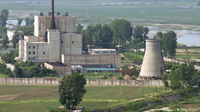 North Korea's key Yongbyon nuclear complex before its cooling tower (R) was demolished on June 27, 2008. (Photo: Kyodo)