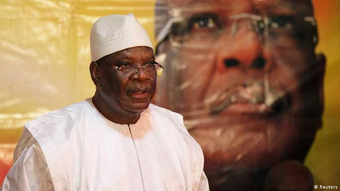 Presidential candidate Ibrahim Boubacar Keita speaks in front of a picture of himself (Photo: REUTERS/Joe Penney)