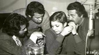 گوگوش یکی از خوانندگان محبوب پیش از انقلاب ۵۷ در استودیوی صدابراداری