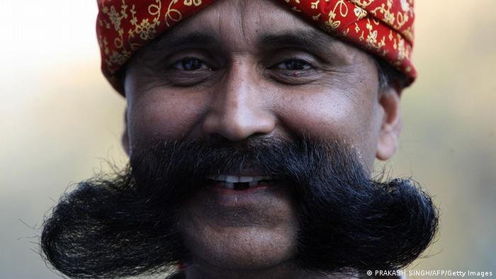 Polisi di distrik Madhya Pradesh, India memberikan tunjangan ekstra bagi yang memiliki kumis. Menurut para petinggi kepolisian, kumis mendatangkan respek yang lebih tinggi, dan semakin lebat kumisnya, semakin tinggi juga tunjangannya.