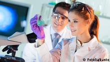 Symbolbild - Chemiker im Labor