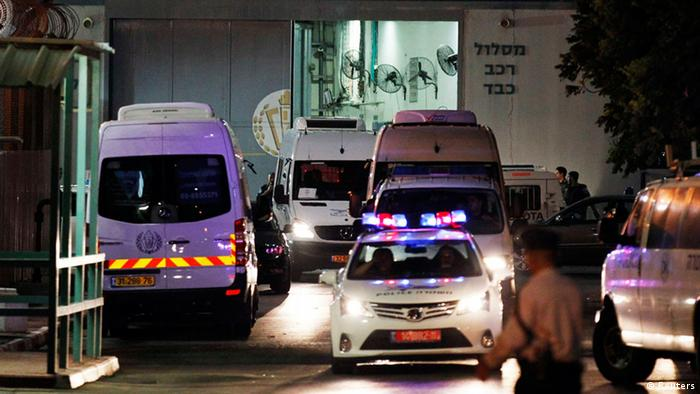 Israeli Prisons Authority vans carrying Palestinian prisoners due for release to help underpin peace talks drive out of Ayalon prison near Lod, on its way to the crossing between Israel and Gaza, August 13, 2013. Israel was set to free 26 Palestinian prisoners within hours to help underpin renewed peace talks, after its High Court on Tuesday rejected an appeal against their release by relatives of some of the Israelis they killed. REUTERS/Amir Cohen (ISRAEL - Tags: POLITICS TPX IMAGES OF THE DAY)
