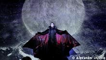 Diesen Monat feiert der Star des Musicals Tanz der Vampire in Berlin ein Jubiläum: Zum 100. Mal tritt der russische Opernsänger und Schauspieler Ivan Ozhogin als Graf von Krolock auf der Bühne des Theaters des Westens auf. Am 25. August aber ist Schluss – dann wird die Gruft des Musicals in Deutschland für alle Ewigkeit versiegelt; Copyright: Alexander Utjupin