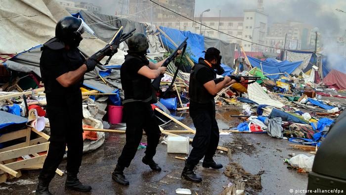 Egyptian security forces move in to clear one of the two sit-in sites of supporters of ousted president Morsi, near the Rabaa Adawiya mosque in Cairo, Egypt, 14 August 2013. (Photo: EPA/MOSTAFA DARWISH)