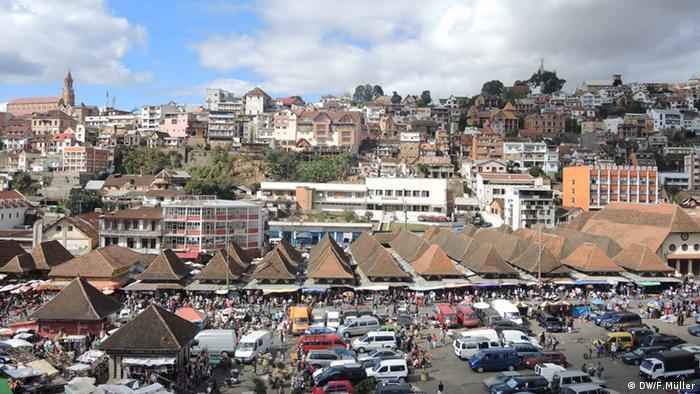 Blick auf den Stadtteil Analakely im Zentrum der madagassischen Hauptstadt Antananarivo (Foto: Friederike Müller/DW)