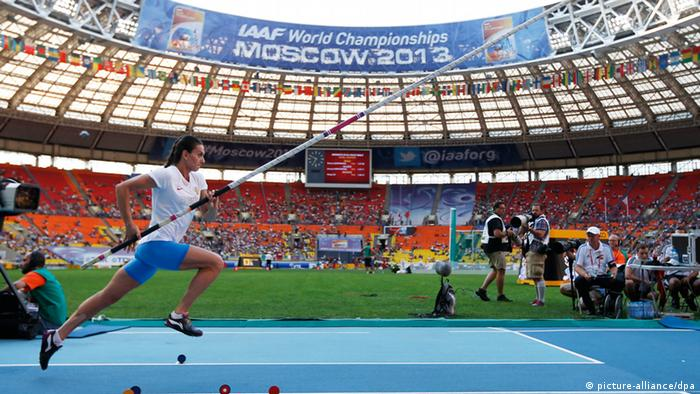 epa03823294 Yelena Isinbayeva of Russia warms up for the start of the women's Pole Vault final at the 14th IAAF World Championships at Luzhniki stadium in Moscow, Russia, 13 August 2013. EPA/KERIM OKTEN