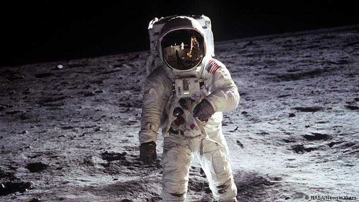 Ay'a ayak basan ikinci insan Astronot Edwin E. Aldrin Jr. (20.07.1969)