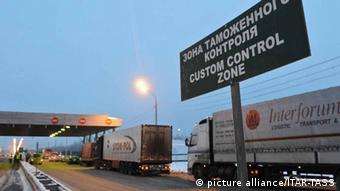Фуры с товарами для России на таможне в Смоленске