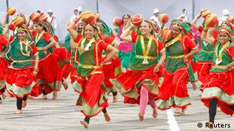 Participants perform a folk dance during a cultural program to celebrate India's 67th Independence Day in the northern Indian city of Chandigarh August 15, 2013. (Photo: REUTERS/Ajay Verma)