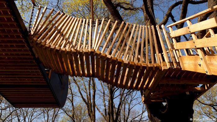Ein für alle frei zugängliches Baumhaus im Volkspark Potsdam, umgesetzt von Emanuel Stahlmann; Copyright: Malte Schmidt
