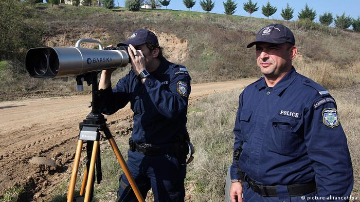 Greek police officers patrol near the northeastern city of Orestiada, at the Greek-Turkish borders, on 05 November 2010. (Photo: EPA/NIKOS ARVANITIDIS)