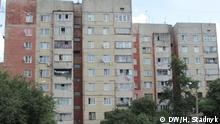 Sowjetische Panelhäuser im Vorstadtbezirk Sykhiw in der Ukraine