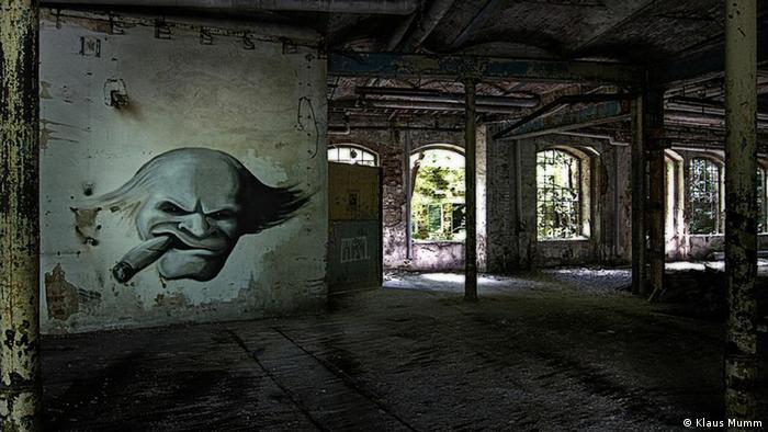 Innenraum mit Graffiti von Tobias Starke in der Papiermühle Eberswalde