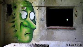 ein grünes Gesicht als Graffiti in der Papiermühle Eberswalde