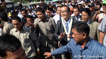 Sam Rainsy returns to Cambodia (Photo: DW/Robert Carmichael, Phnom Penh 16 August 2013)