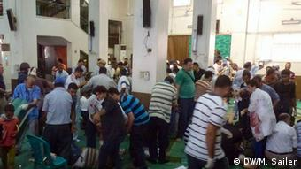 Wounded persons, protesters and doctors inside a mosque in Cairo, August 16, 2013. (Photo: DW/Matthias) Sailer