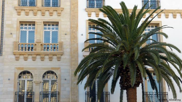 Gebäude in der Nähe der Medina von Tunis (Foto: Anne Allmeling/DW)