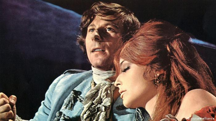 Roman Polanski mit Filmpartnerin in Tanz der Vampire. (picture alliance)