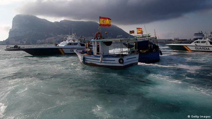 A Gibraltar police boat, Spanish Guardia Civil boat and Spanish fishing boat sail during a protest by fishermen in the sea near the border (Photo: Pablo Blazquez Dominguez/Getty Images)