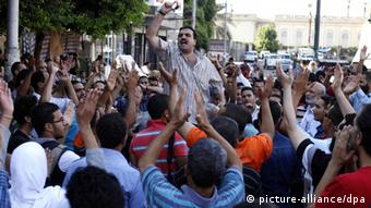 People protest in an Egyptian street (Foto: Ahmed Assadi/EPA)