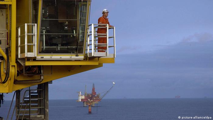 Picture of the Norwegian Statfjord A oil rig in the North Sea. An oil spill of 3 800 cubic meters occurred the morning of 12.12.2007. Foto: Oyvind Hagen, StatoilHydro/SCANPIX +++(c) dpa - Report+++