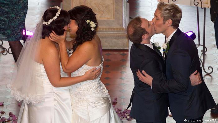 Erste Homoehen in Neuseeland geschlossen (picture-alliance/AP)