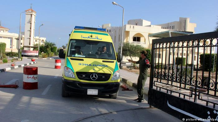 epa03830655 An ambulance, carrying the bodies of killed Egyptian police officers, leaves the hospital to the airport, in Arish, Egypt, 19 August 2013. Security officials said that suspected militants has killed 25 Egyptian police officers in the Sinai Peninsula on 19 August. The gunmen ambushed two buses, ferrying the officers, with rocket-propelled grenades. The officers who survived the initial attack were then forced off the buses, lined up and shot execution-style, officials said. Three survivors were taken to hospital and their condition was listed as critical. EPA/SAFA SABER +++(c) dpa - Bildfunk+++